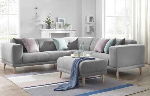 čalouněná sedací souprava v šedé barvě
