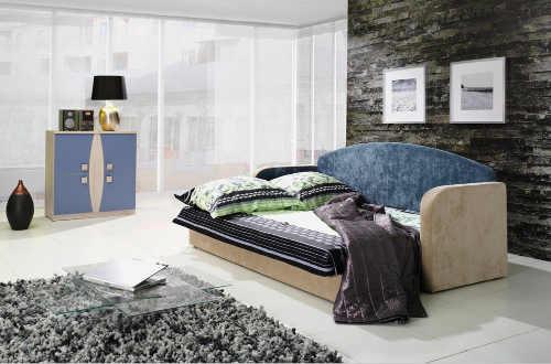 moderní pohovka ve dvoubarevné kombinaci
