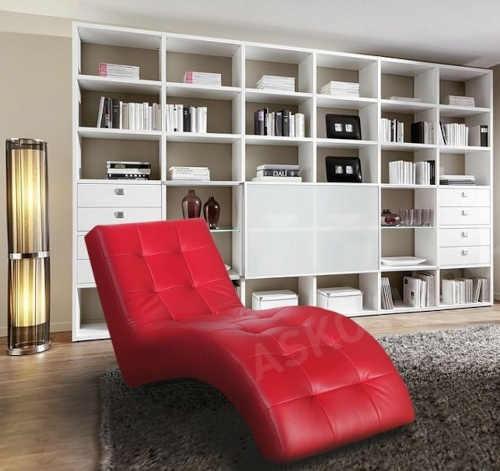relaxační červené interiérové lehátko