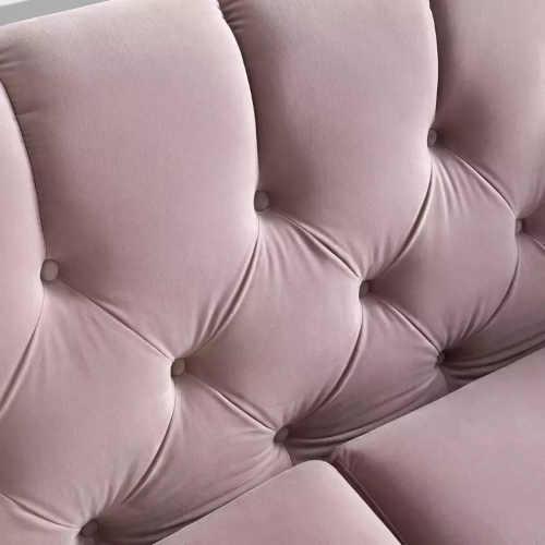 růžová sedačka do interiéru